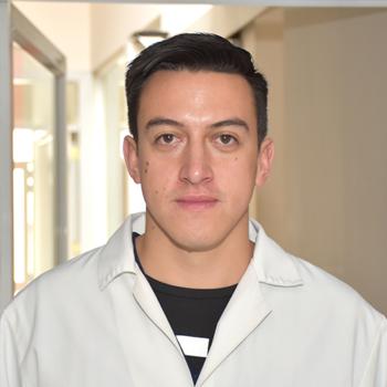 Dr. Esteban Castañeda